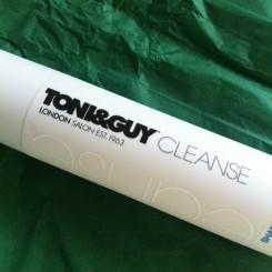 Toni-&-Guy-Cleanse-Shampooing-pour-cheveux-secs-01