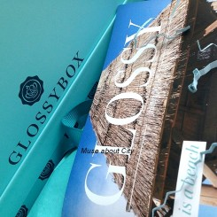 GlossyBox-Life-is-a-Beach-1