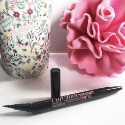 Maybelline-Curvitude-Liner-1